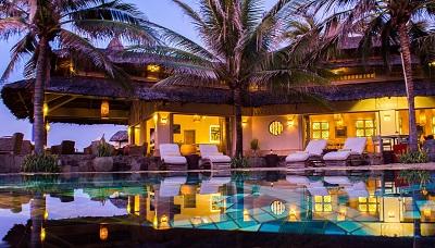 Vietnam Mui Ne pool night